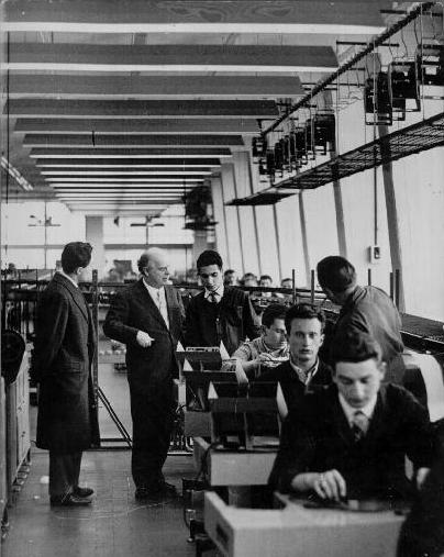 Adriano Olivetti nella sua fabbrica