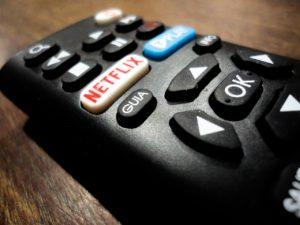 Il tempo passa e Netflix continua ad espandere il proprio dominio. Più aumenta la quantità di clienti abbonati, più la mole di contenuti originali (e non) presenti sulla piattaforma streaming diventa consistente. Si è generato un circolo vizioso che ha reso la multinazionale californiana la fonte di contenuti multimediali più frequentata degli ultimi tempi.