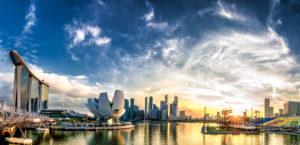 """Dal FinTech Hub Ranking relativo al 2017 le prime tre posizioni sono rimaste invariate. Singapore ha ottenuto in tutte e quattro le macroaree punteggi eccellenti, ma per ottenere la posizione più alta del podio è stato determinante l'ottimo avanzamento tecnologico relativo alla propria area. Zurigo e Ginevra, rispettivamente seconda e terza classificata, devono il proprio traguardo principalmente alle favorevoli condizioni economiche di cui gode la Svizzera. La sorpresa di quest'anno è la quarta classificata: Londra è passata dall'ottava (ranking del 2017) alla quarta posizione del 2018. IFZ, nell'analisi pubblicata, ha attribuito il progresso ottenuto dalla città inglese ad una riduzione dell'incertezza nata con il referendum sulla Brexit, nel 2016. La top 5 del FinTech Hub Ranking è chiusa da Amsterdam, che ha conquistato due posizioni rispetto alla classifica del 2017 ed ha sensibilmente migliorato la propria reputazione in termini di FinTech. Le infrastrutture digitali presenti nei Paesi Bassi hanno reso possibile un importante sviluppo del FinTech nella capitale: secondo i dati di """"I Amsterdam"""" il settore coinvolge oltre 350 aziende e circa 15000 persone nella sola capitale"""