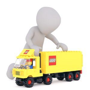 Ed è così che i vertici della divisione marketing dell'azienda hanno compreso come fosse cambiato il modo di giocare dei bambini del ventunesimo secolo. Il gioco non si concretizzava più in una gratificazione immediata ed istantanea, data dall'aver realizzato qualcosa con le proprie mani, ma dal voler mostrare i risultati del proprio impegno: più è grande il risultato, maggiore è la considerazione che le altre persone hanno nei confronti di chi lo ha conseguito. Lego ha quindi cominciato a trasformare il prodotto in modo tale che potesse essere conforme alle nuove esigenze richieste dal mercato. Ha riprogettato le proprie costruzioni, in modo tale che i mattoncini fossero più piccoli e numerosi, le istruzioni sempre più dettagliate