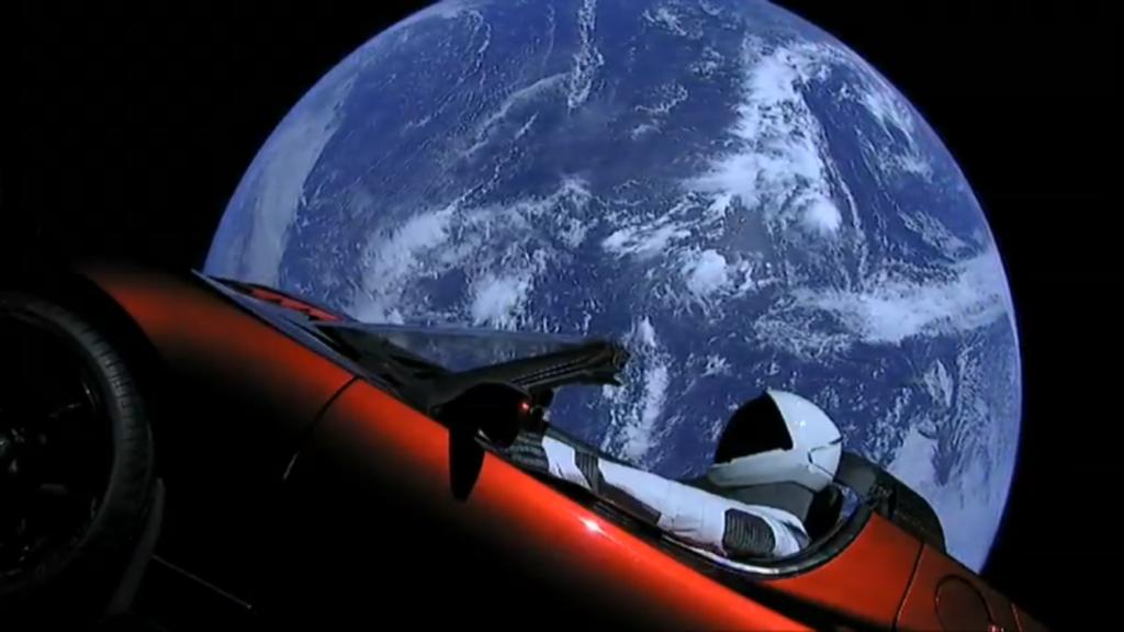 Starman e la Roadster in orbita intorno alla Terra