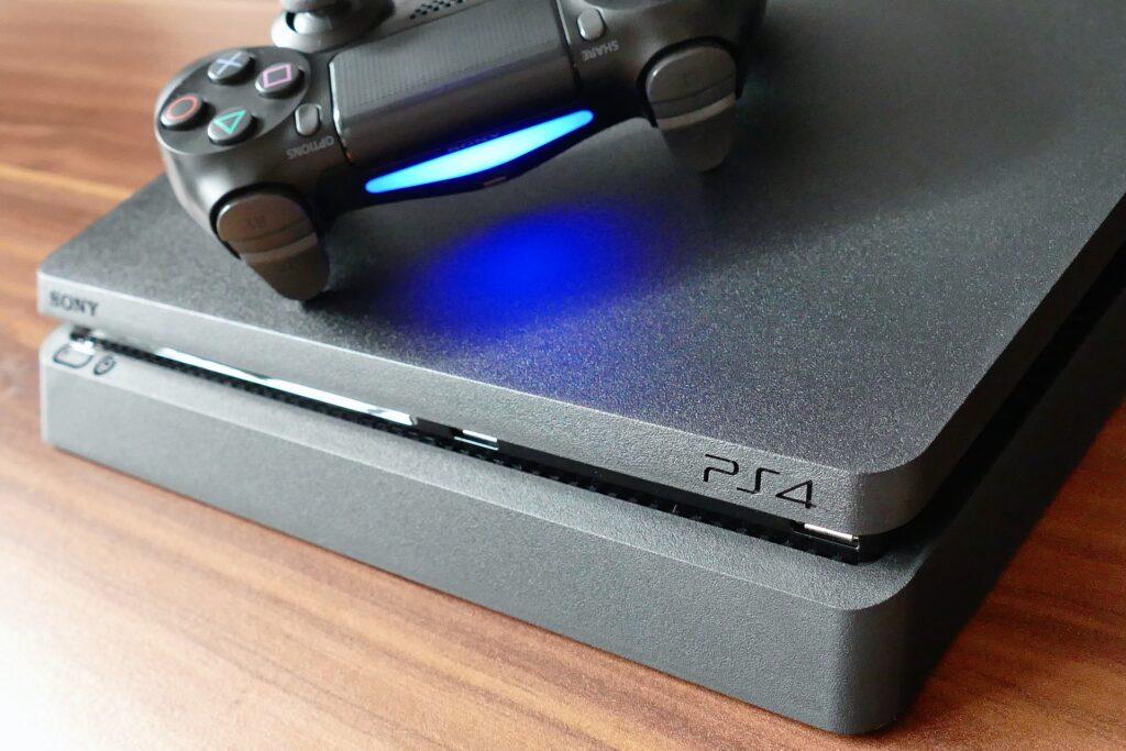 Playstation 4 Slim di Sony (seconda console più venduta di sempre della casa Giapponese)